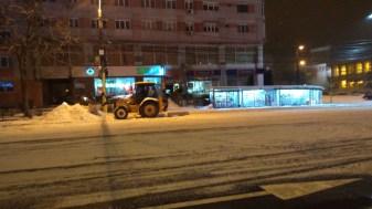 Utilajele au strâns zăpada de pe carosabil. FOTO Primăria Constanța