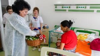 Flori și cadouri pentru femeile din Spitalul Județean Constanța