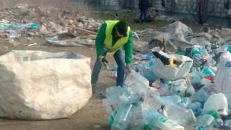 O cantitate mare de PET-uri a fost ridicată de către lucrătorii Polaris împreună cu Polițiștii Locali. FOT DGPL Constanța