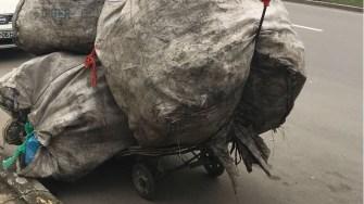 PET-urile găsite au fost încărcate în mașinile Polaris. FOTO Poliția Constanța DGPL