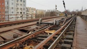 Vagoanele care au deraiat s-au răsturnat imediat după ce au ieșit de pe pod