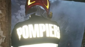 Pompierii au fost solicitați la un autoturism incendiat. FOTO ISU Dobrogea