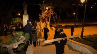 După debarcarea lui IPS Teodosie în Portul Tomis, acesta împreună cu soborul de preoți au plecat spre Arhiepiscopie. FOTO Cătălin Schipor