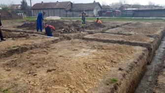 În satul Poiana s-a turnat fundația viitoarei școli și grădinițe. FOTO Primăria Ovidiu