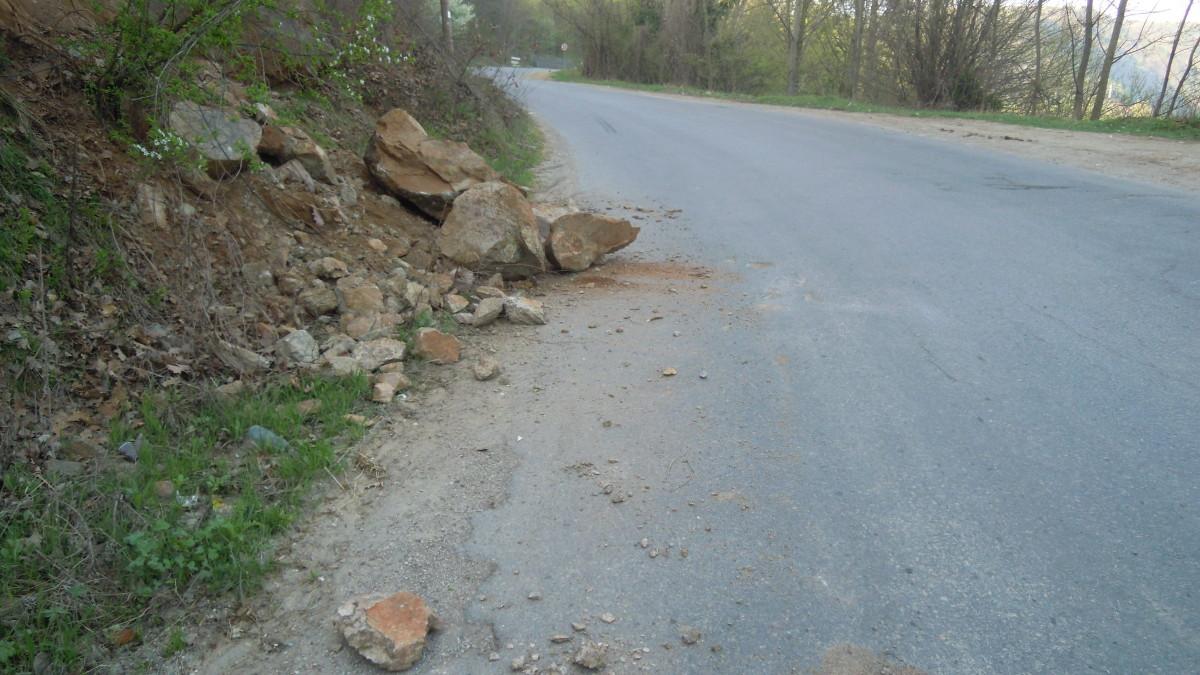 pietre cazute versant