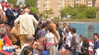 Discuții în tribuna oficialităților. FOTO Cătălin SCHIPOR