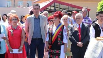 Primarul Dorinela Irimia și președintele Consiliului Județean Constanța, Marius Horia Țuțuianu la Ziua comunei Saraiu. FOTO Adrian Boioglu