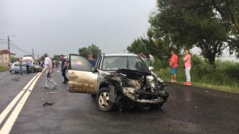 Trei persoane au fost rănite, iar patru mașini avariate. FOTO ISU Dobrogea