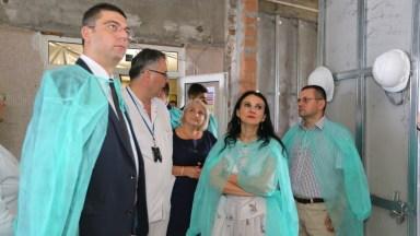 Oficialii au vizitat șantierul Secției de STI Pediatrie. FOTO CJ Constanța