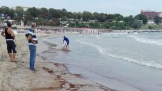 Plajă poluată. FOTO ABADL Constanța