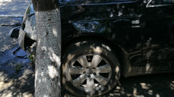 În urma accidentului, mașinile au fost grav avariate. FOTO IPJ Constanța