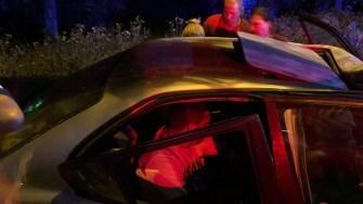 Victimele accidentului au primit primul ajutor de la echipajele medicale. FOTO CTnews.ro