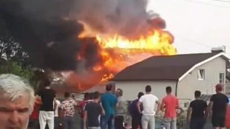 Focul a cuprins întraga casă. FOTO ISU Dobrogea