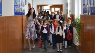 Micuții au pășit, unii pentru prima oară, în sălile de clasă. FOTO Primăria Cumpăna