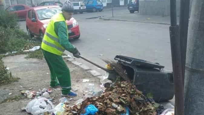 Angajații Polaris continuă activitățile în cadrul campaniei Curățăm Constanța Noastră. FOTO Polaris M Holding