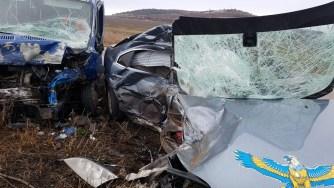 Cele două mașini s-au lovit frontal. FOTO ISU Dobrogea