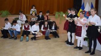 Eminescu a fost comemorat la Cumpăna în prezența autorităților locale, elevi și părinți. FOTO Primăria Cumpăna