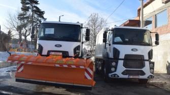 O autospecială dotată cu lamă și sărăriță și o autospecială pentru deșeuri au intrat în dotarea Primăriei Cernavodă. FOTO Primăria Cernavodă