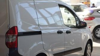 Showroom Ford - Țiriac Auto. FOTO CTnews.ro