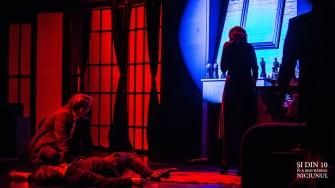 """Imagini din piesa de teatru """"Și din 10 n-a mai rămas niciunul"""". FOTO Teatrul Avangardia"""