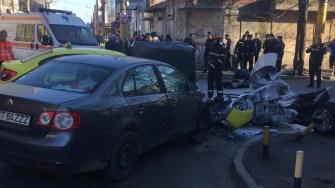 În accidentul urmat de incendiu au fost implicate două autoturisme și o motocicletă. FOTO IPJ Constanța