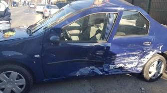 Mașina lovită a fost proiectată într-un stâlp. FOTO ISU Dobrogea