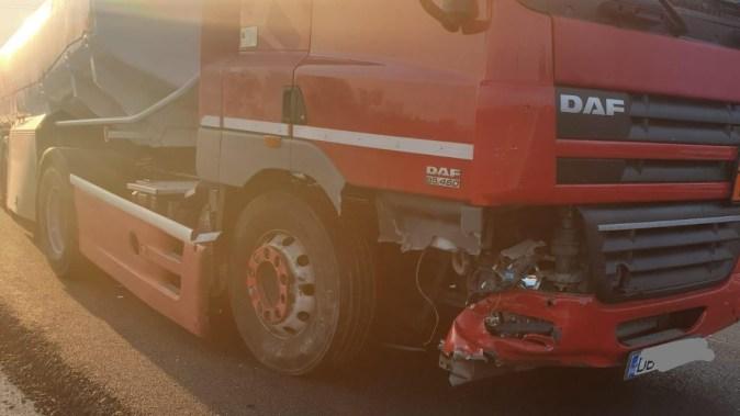 Autotrenul a fost avariat în urma impactului cu autoturismul. FOTO IPJ Constanța