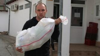 Primăria Cumpăna a oferit pachete cu ajutoare alimentare pentru locuitorii din comună. FOTO Ctnews.ro