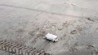 Mai multe pachete du droguri au fost găsite pe plajă