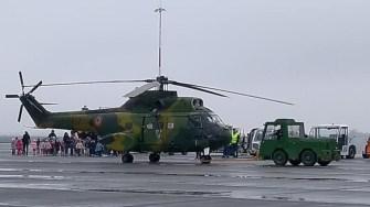 """În cadrul programului """"Școala Altfel"""", elevii au vizitat Aeroportul Mihail Kogălniceanu și au interacționat cu militarii americani. FOTO Black Sea Area Support Team"""
