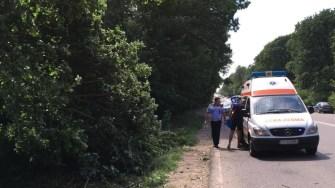 Un echipaj al Ambulanței i-a acordat îngrijiri medicale șoferului. FOTO Adrian Boioglu