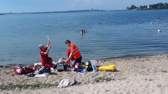 Intervenție a medicilor SMURD pe malul lacului Techirghiol. FOTO CTnews
