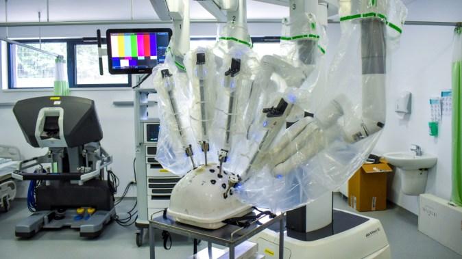 Medicii din Ovidius Clinical Hospital testează robotul chirugical Da Vinci. FOTO OCH Constanța