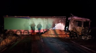 Mașina și camionul s-au făcut scrum. FOTO ISU Dobrogea