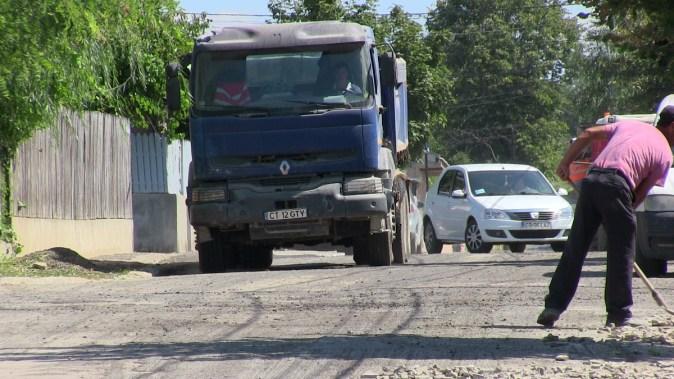 Primăria Cernavodă continuă asfaltările în oraș. FOTO Cristina Niță