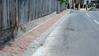 Primăria Hârșova a asfaltat mai multe străzi și acum reabilitează intrările în curțile oamenilor. FOTO Cristina Niță