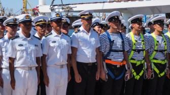 Marinarii români și străini după un marș istoric. FOTO Cătălin SCHIPOR