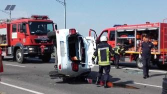 La locul producerii accidentului au intervenit mai multe echipaje medicale și pompieri. FOTO CTnews.ro