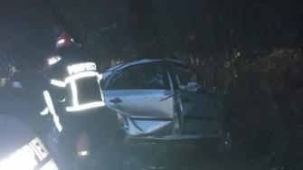 În urma accidentului, mașina a fost grav avariată, iar șoferul a decedat pe loc. FOTO CTnews.ro