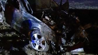 Mașina s-a răsturnat pe câmp, iar trei persoane au fost rănite. FOTO CTnews.ro