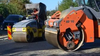 Primăria Corbu a început asfaltarea străzilor din comună. FOTO CTnews.ro