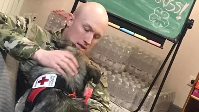Seymour este noul voluntar al Crucii Roșii din baza americană de la Mihail Kogălniceanu. FOTO Facebook