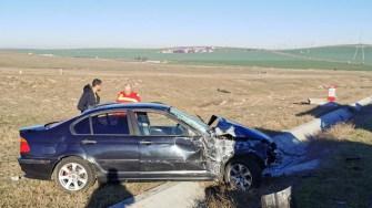 Șoferul a pierdut controlul volanului și s-a răsturnat în afara drumului. FOTO CTnews.ro