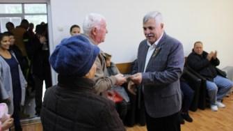 Primăria Seimeni i-a premiat pe seniori, pe tinerii căsătoriți și pe nou-născuți. FOTO Adrian Boioglu