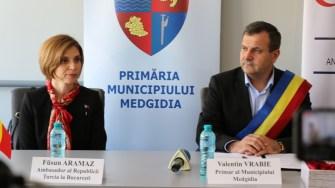 Fusun Aramaz, ambasadorul Turciei la București și primarul Valentin Vrabie. FOTO Adrian Boioglu