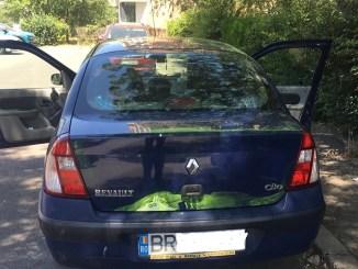 Autoturisme sparte și vandalizate pe Aleea Hortensiei din Constanța. FOTO CTnews.ro