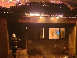 O persoană a murit într-un incendiu în Pecineaga. FOTO ISU Constanța