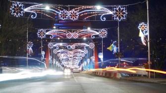 Iluminat ornamental în Cernavodă. FOTO Paul Alexe
