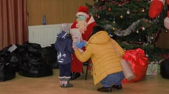 Moș Crăciun a venit la copiii din Cumpăna. FOTO Paul Alexe