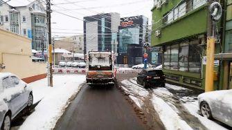Echipele Polaris continuă să acționeze pentru înlăturarea zăpezii și combaterea poleiului. FOTO Polaris M Holding